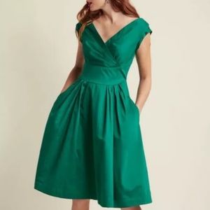 MODCLOTH Emily & Fin Keener Postures green Dress